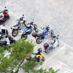 7_主を待つオートバイたち
